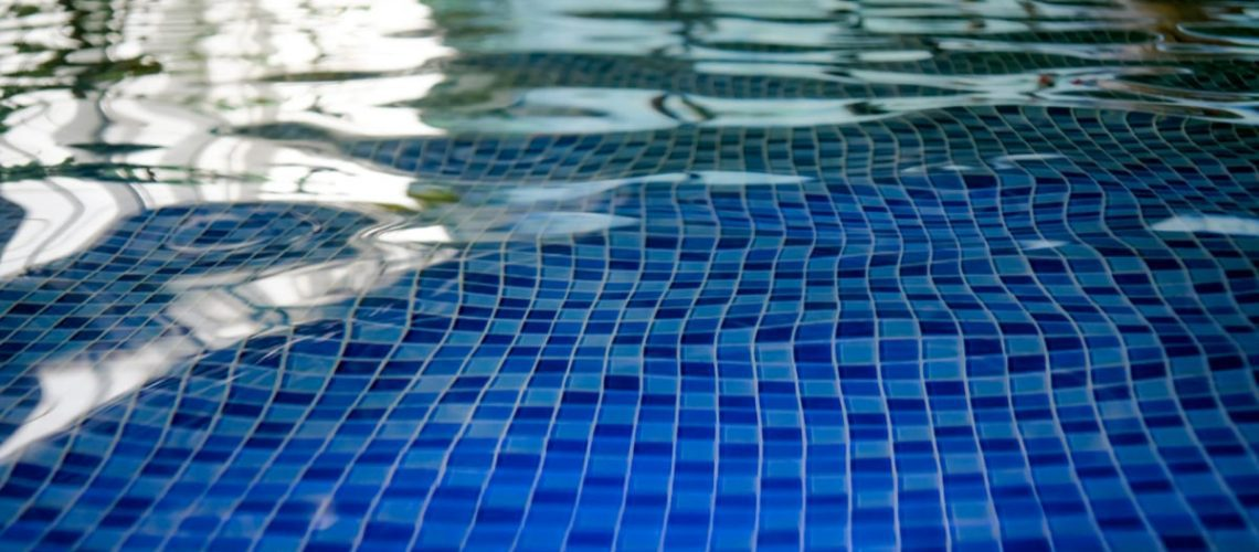 4 Ways to Clean Pool Tile Without Draining the Pool