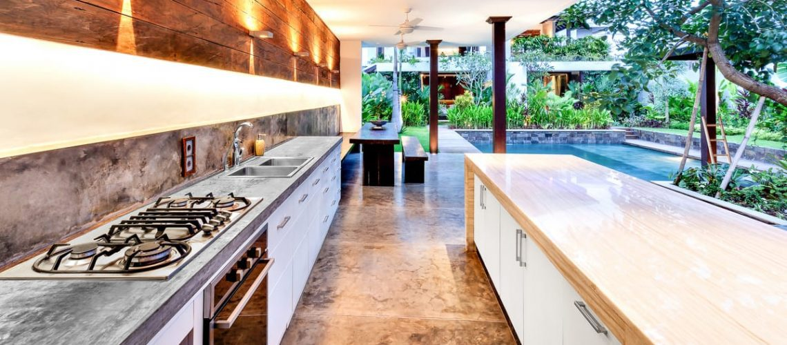 10 Inspiring Ideas for an Outdoor Kitchen and Pool