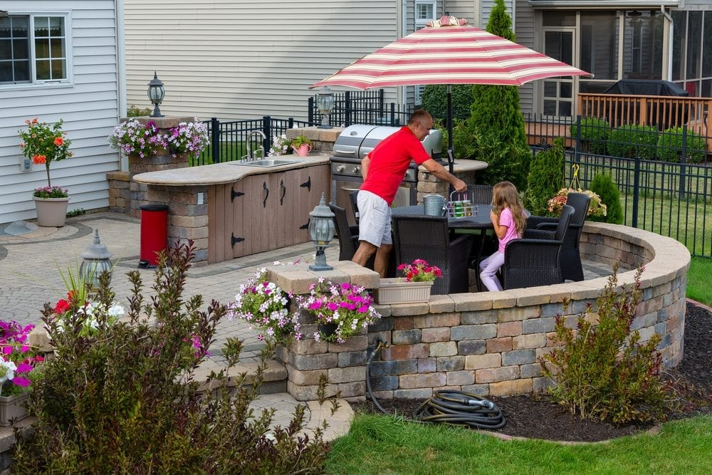 outdoor kitchens for entertaining